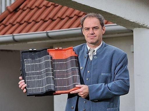 Indul a hazai napelemes tetőcserép gyártása