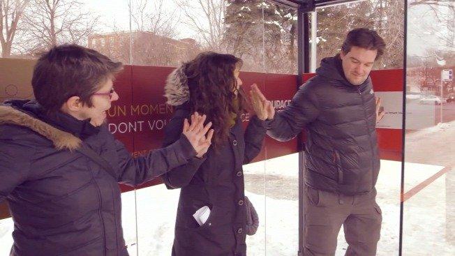 Fűt a buszmegálló, ha a várakozók megfogják egymás kezét