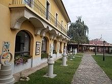 220px Pannonia Building. Yard. N.   Koztarsasag Utca 19 Vac